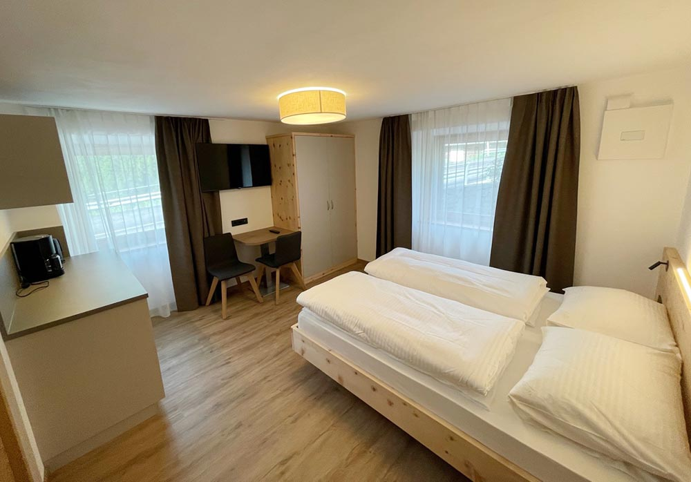 _urlaub-appartements-schnalstal-vacanza-appartamenti-senales-dorfblick-Zn2